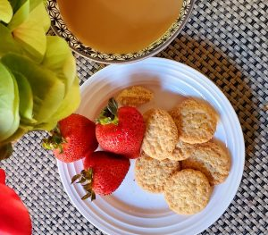 toasted-coconut-cookiethins-with-strawberries