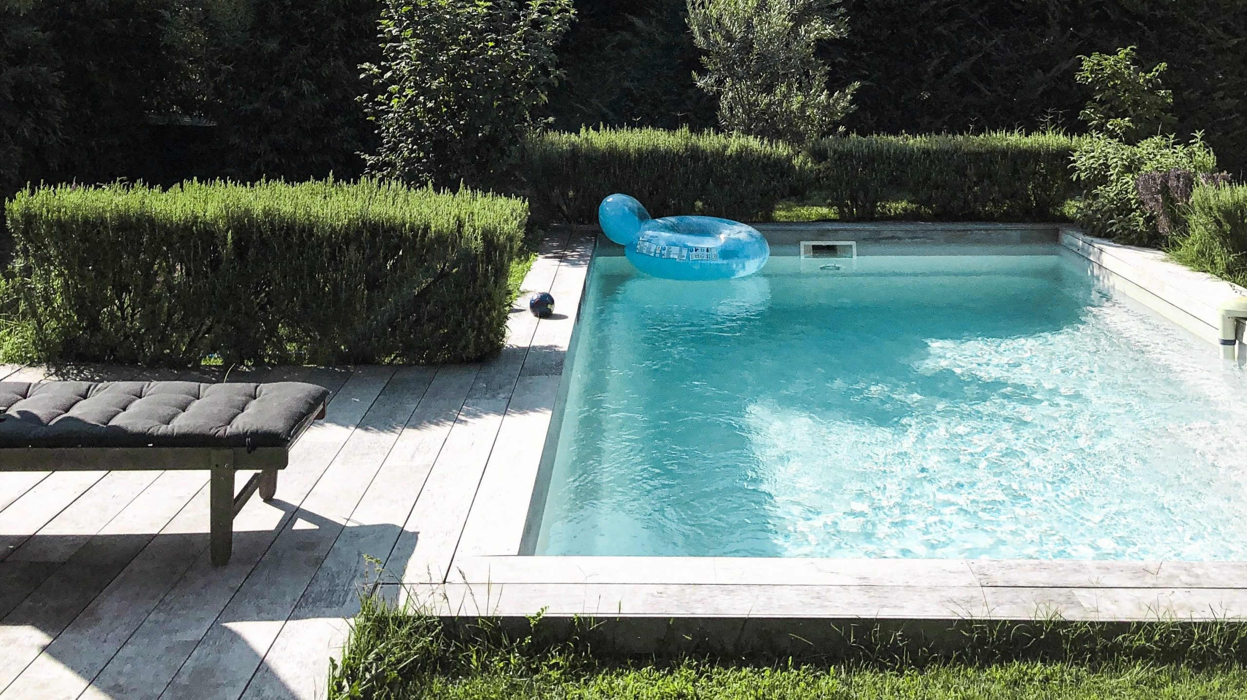 Spring-clean-your-swimming-pool