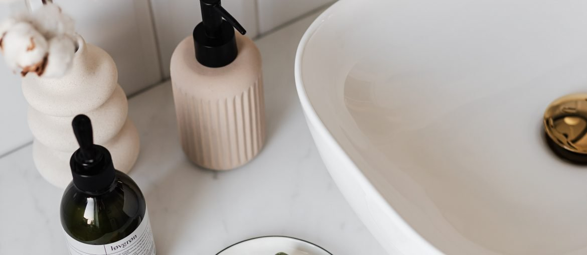 fall-decluttering-the-bathroom
